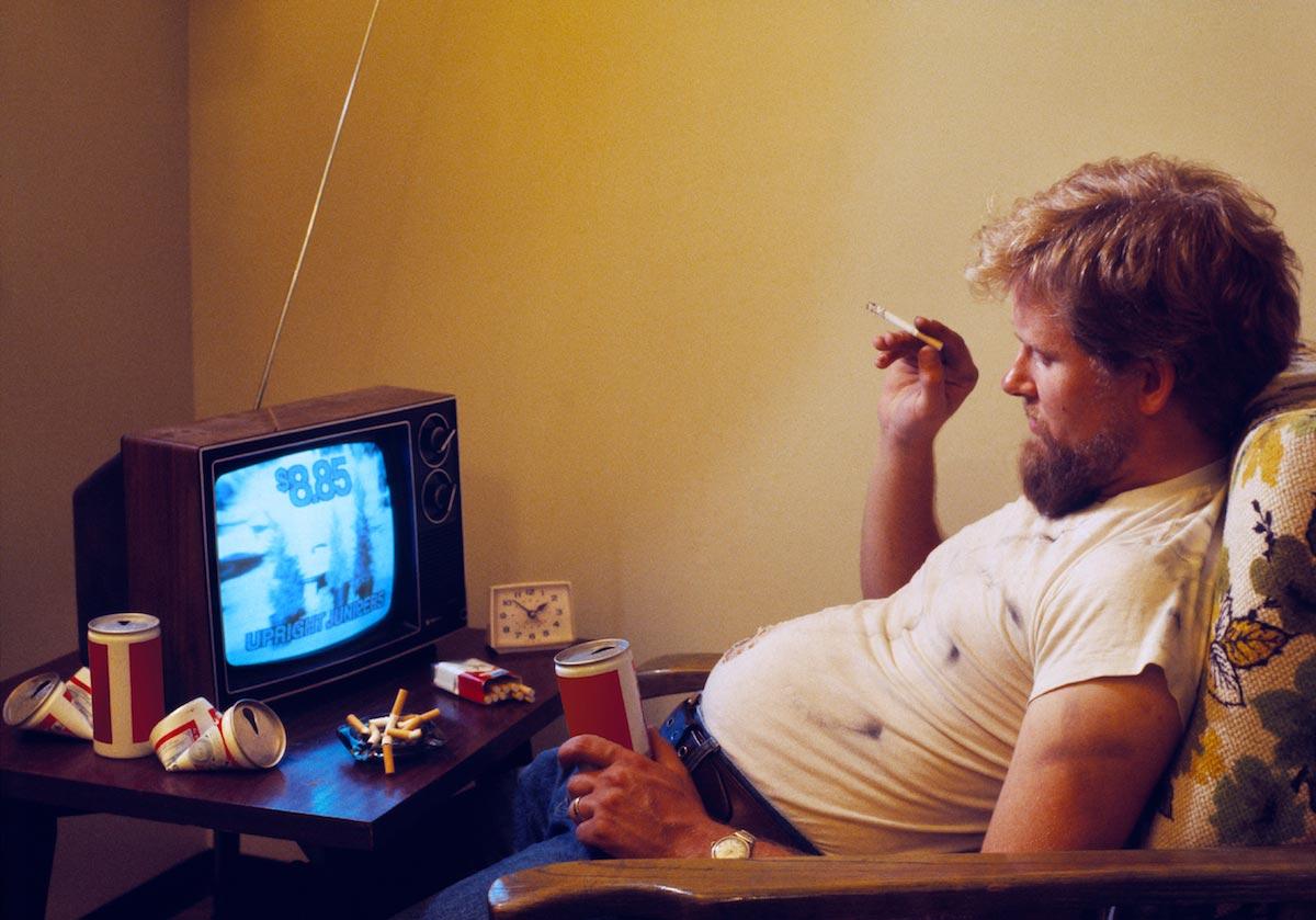 Αποτέλεσμα εικόνας για fat man smokes